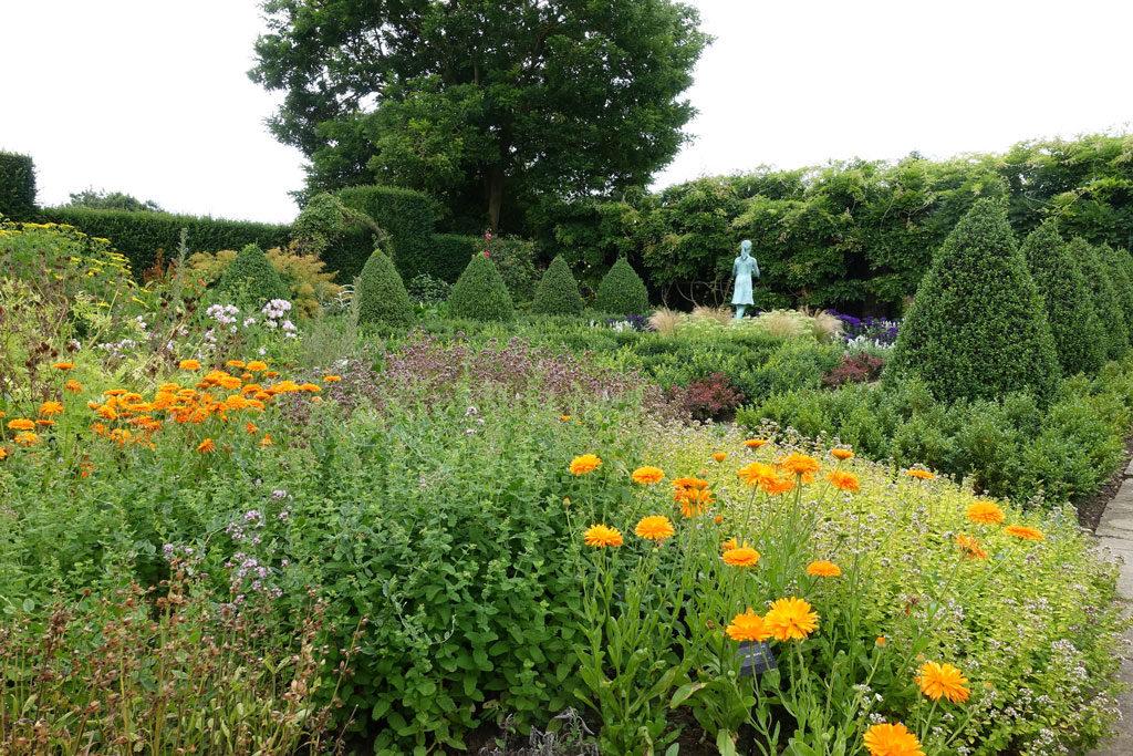 english-formal-garden