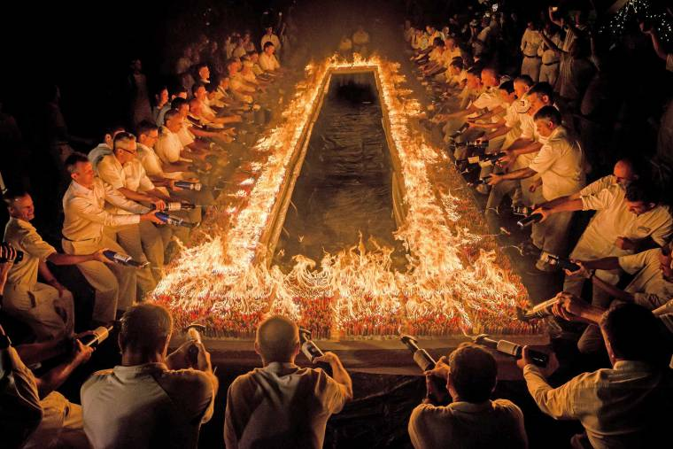 72000-burning-candles-guinness-world_record-sm
