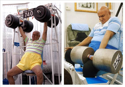 sri_chinmoy_lifting