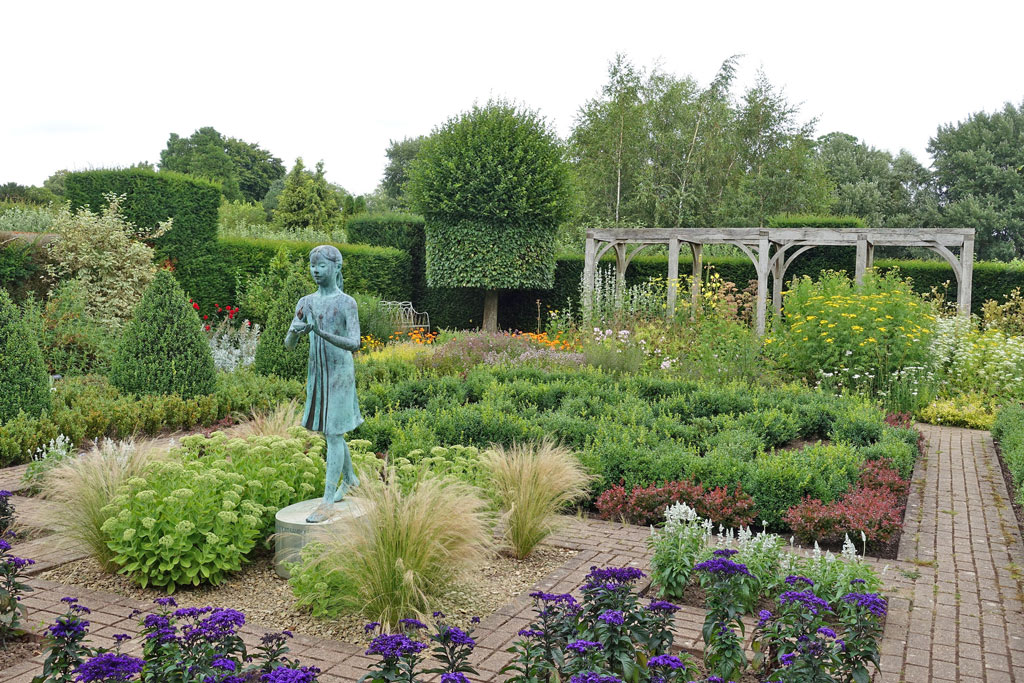 waterperry-formal-garden