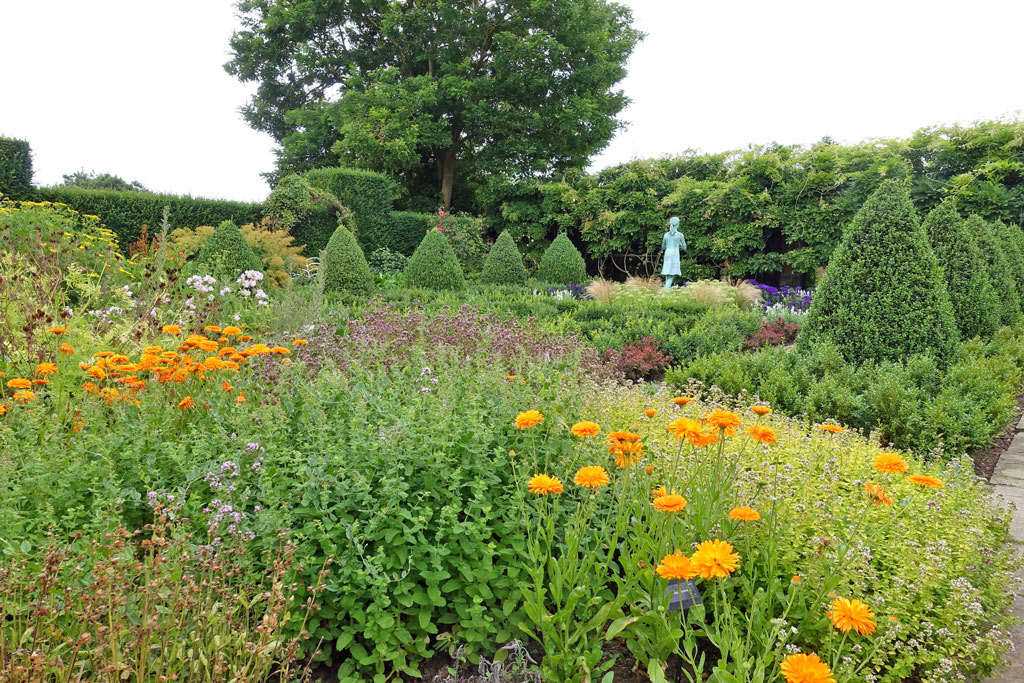 waterperry-formal-garden2